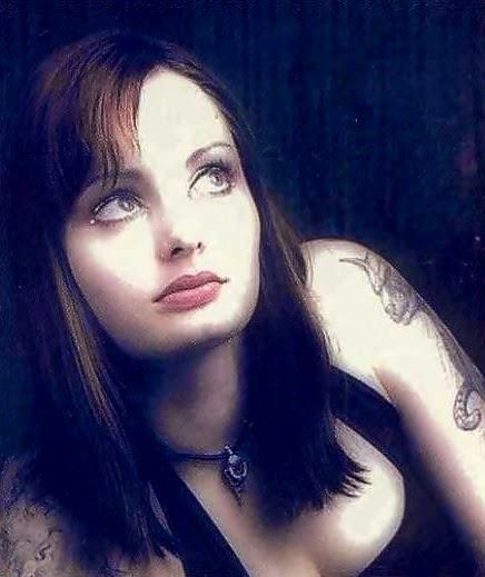Random Wonderland: FOTD : Kati Roloff Gothic Look