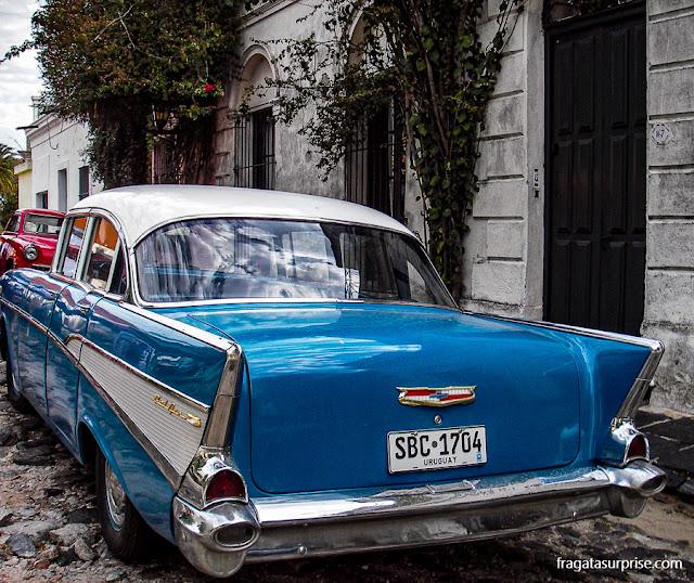 Carros antigos em Colonia del Sacramento, Uruguai