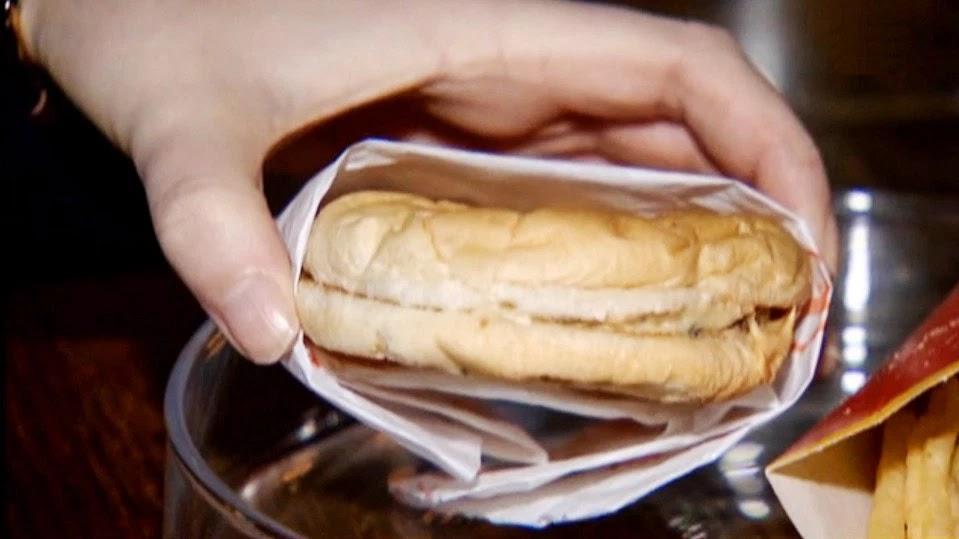 10-letnie frytki i hamburger z McDonald's praktycznie nic się nie zmieniły!