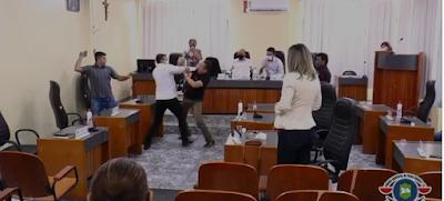 Vereadores tentam se agredir e trocam ofensas: 'vá você, baitola'
