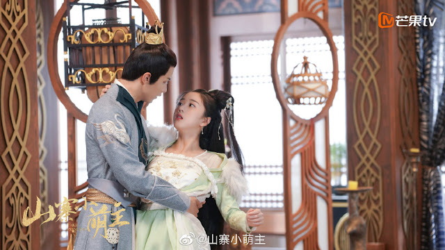 Zhao Yiqin Douses Himself in Water as Part of Unexpected Apology Over the Ratings for His Drama Fake Princess