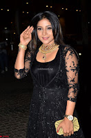 Sakshi Agarwal looks stunning in all black gown at 64th Jio Filmfare Awards South ~  Exclusive 017.JPG