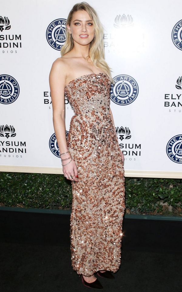 Amber Heard red carpet look style