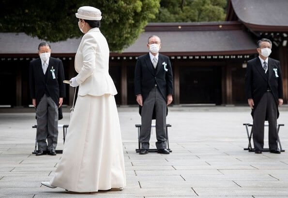Emperor Naruhito and Empress Masako, Crown Prince Fumihito and Princess Kiko, former Emperor Akihito and former Empress Michiko
