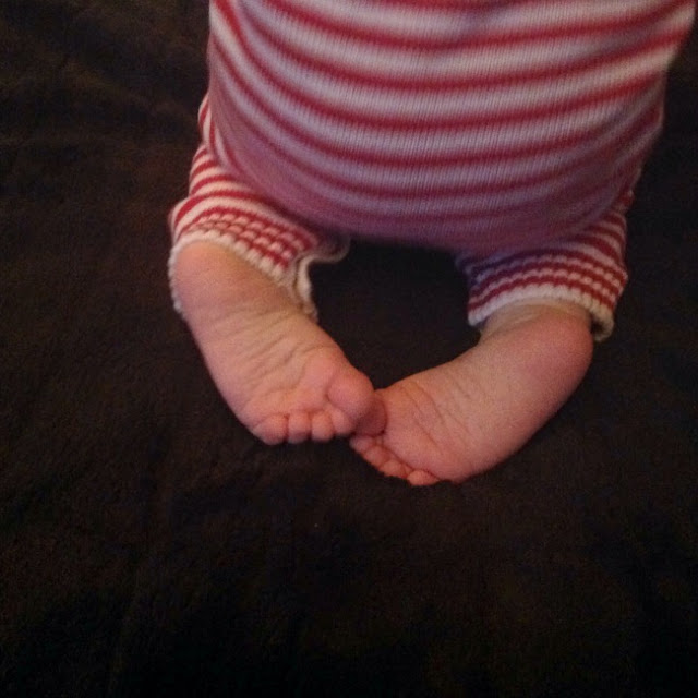 picture of a toddlers feet