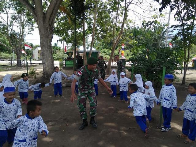 Satgas Yonif Para Raider 501 Kostrad Kenalkan Wawasan Kebangsaan Kepada Murid-Murid TK