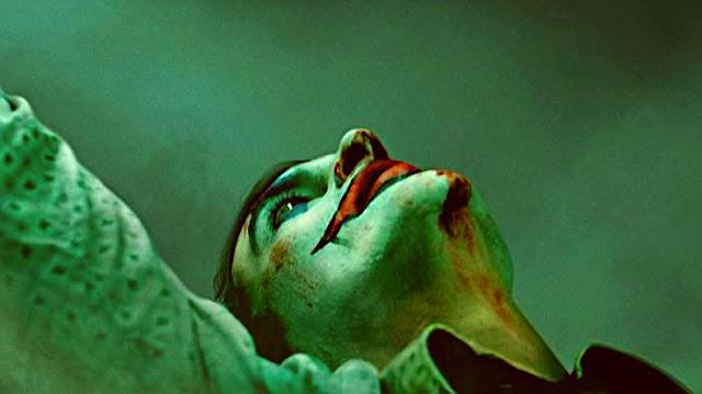 Joaquin Phoenix yer alacak. Filmde 1980'li yılların Gotham şehrinde Joker'in Joker olma hikayesini izleyeceğiz.