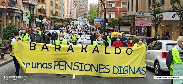 """La Plataforma de Pensionistas se manifiesta en Barakaldo porque """"la pobreza mata"""""""