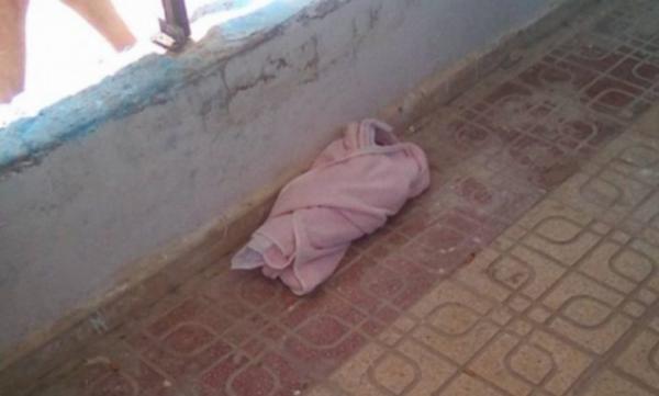 مأساة حقيقية...أم مدمنة تتخلى عن رضيعها بين الحياة والموت على أحد أرصفة طنجة