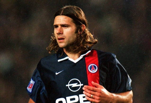 Young Mauricio Pochettino in action for PSG