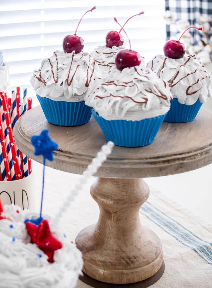 faux cupcakes patriotic