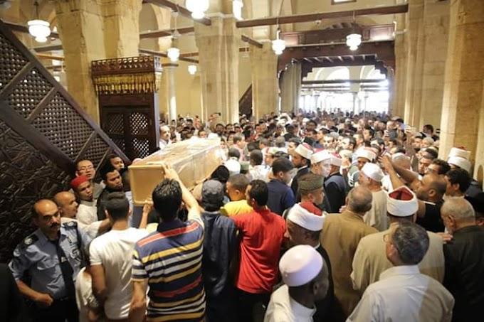 Lautan Manusia Shalatkan Jenazah Zamrani di Masjid Al-Azhar