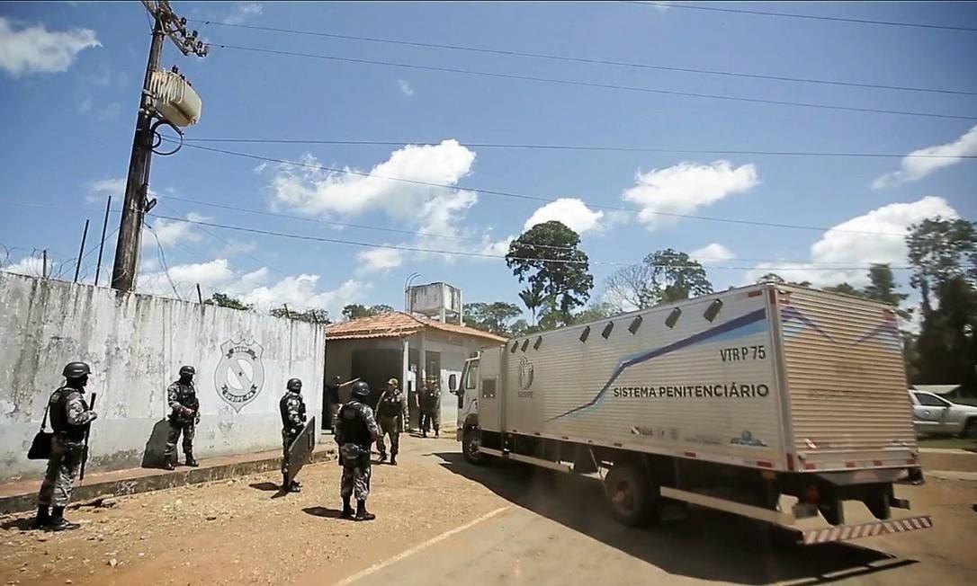 Transferências de presos de Altamira são interrompidas após 4 mortes em caminhão-cela