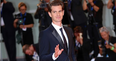 andrew-garfield-on-smooch-spree
