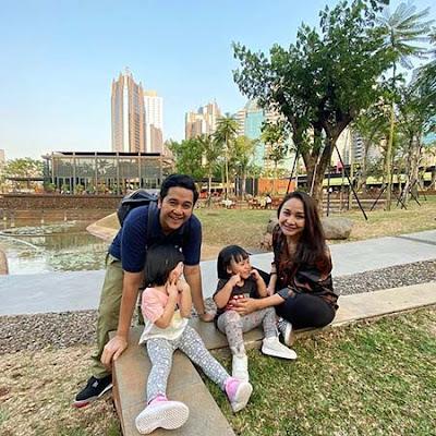 Inne Azri dan Keluarga