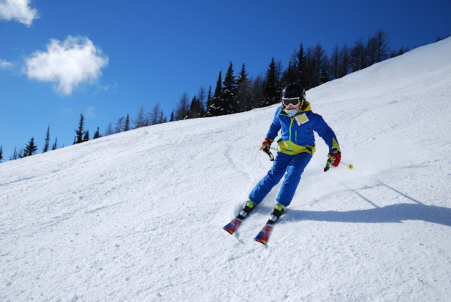 Skiing on snow - cold mountain - skiing tips