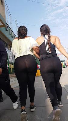 Mujeres venezolanas hermosas leggings transparentes calle