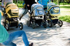 der postillon polizei beendet illegales kinderwagenrennen in prenzlauer berg. Black Bedroom Furniture Sets. Home Design Ideas