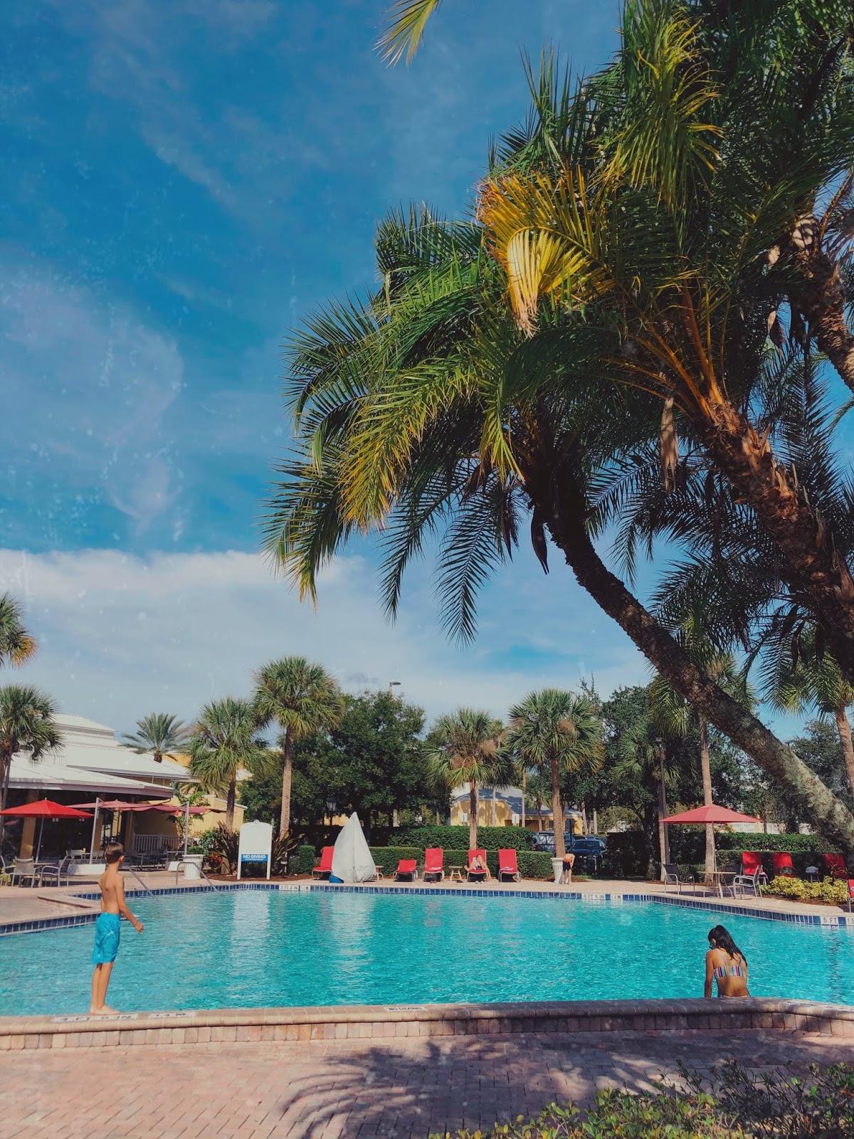 Hotel Review: Wyndham Orlando Resort International Drive. Poolside View.