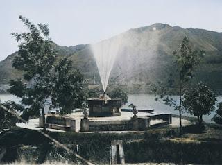 air mancur di sebuah taman di parapat