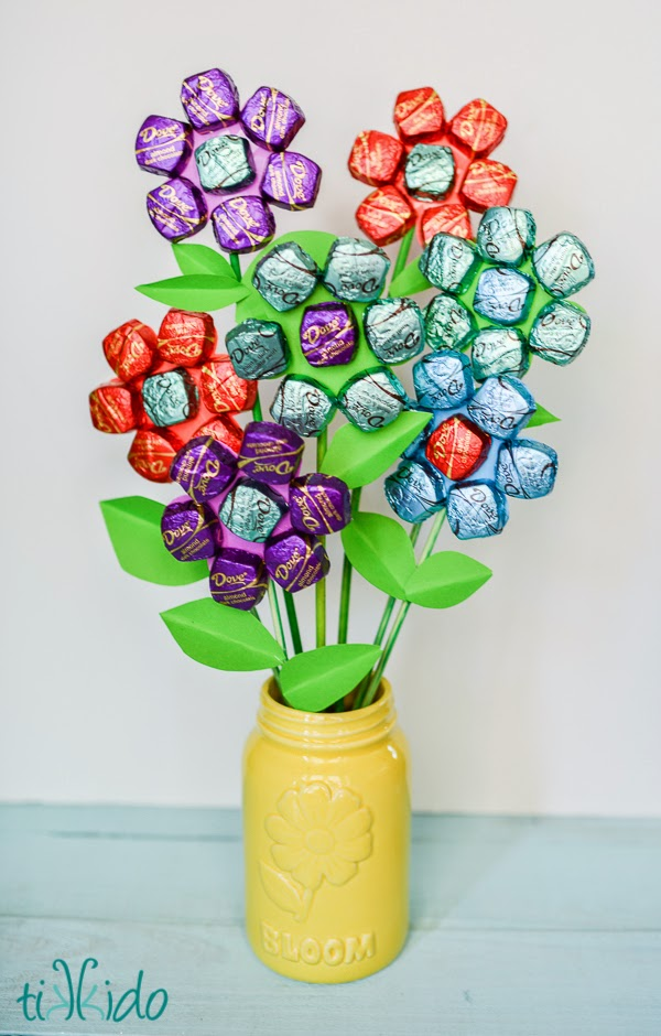 This edible chocolate flower arrangement is a great gift giving idea