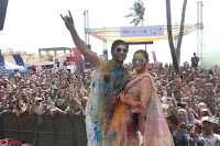 Alia Bhatt and Varun Dhawan Playing Holi at Zoom Holi Celetion 2017 (4).JPG