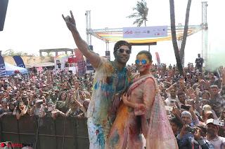 Alia Bhatt and Varun Dhawan Playing Holi at Zoom Holi Celetion 2017 (4).JPG