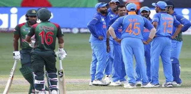 बैटिंग करते हुए धोनी ने की बांग्लादेश क्रिकेट टीम की फील्डिंग सेट