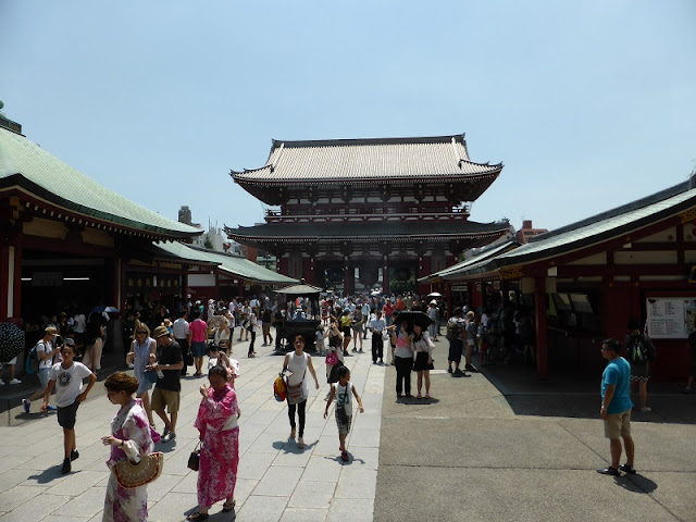 Vista de la explanada central del Templo de Senso-ji