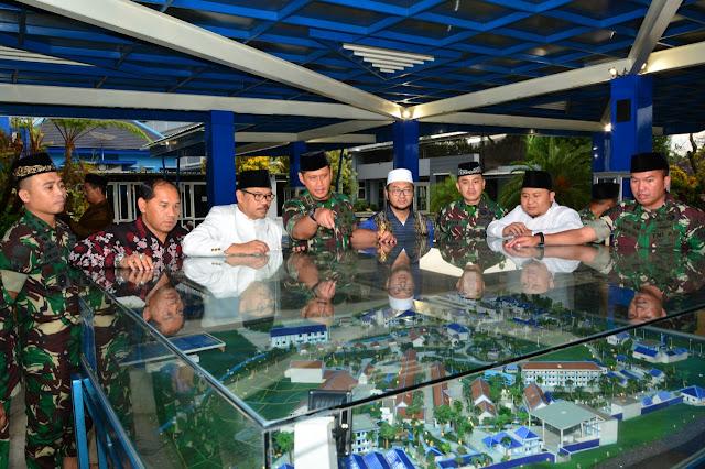 Pangdivif 2 Kostrad  Berikan Ceramah di Pondok Pesantren Wisata An-Nur 2 Bululawang