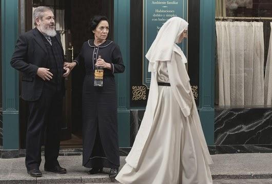 Una Vita: Una Vita: Ursula torna ad Acacias 38 vestita da suora!