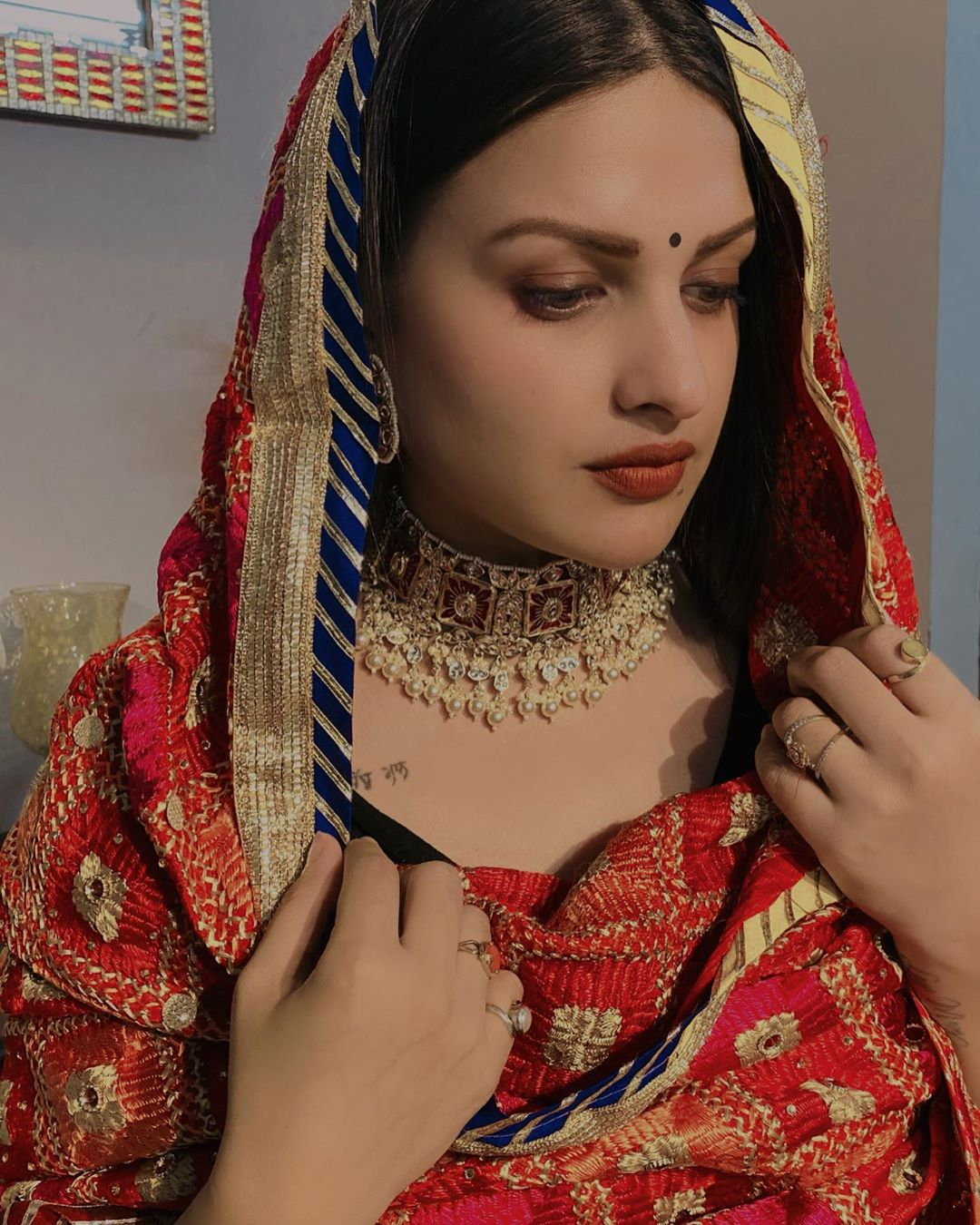 himanshi-khurana-wearing-a-mangalsutra-and-a-chuda-questions-arose-in-the-minds-of-the-fans