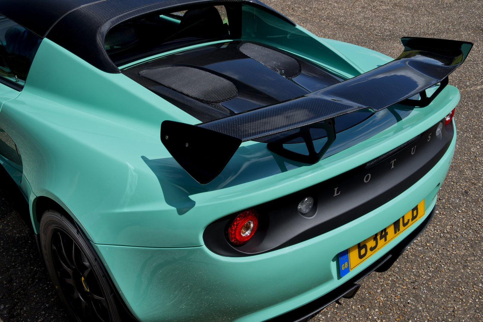 new lotus elise cup 250 features styling tweaks and a weight reduction. Black Bedroom Furniture Sets. Home Design Ideas