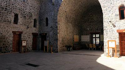 Anadolu'da kurulan ilk medrese hangisidir?