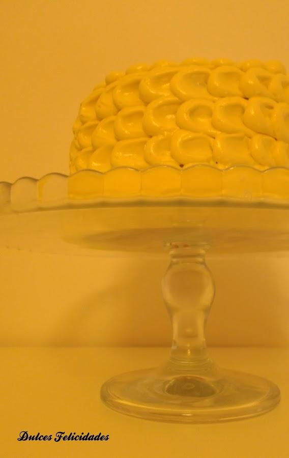 Banana Cake: tarta con pétalos de buttercream