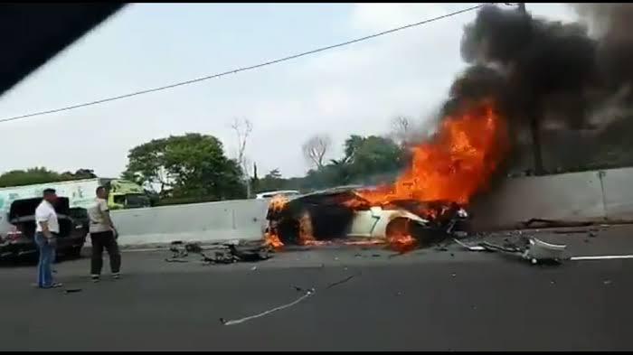 Kronologi Kecelakaan Wakil Jaksa Agung, Tabrak Median Jalan Lalu Terbakar