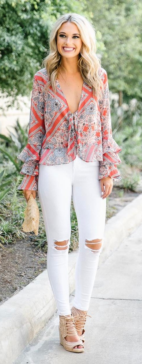perfect summer outfit idea: blouse + rips + heels