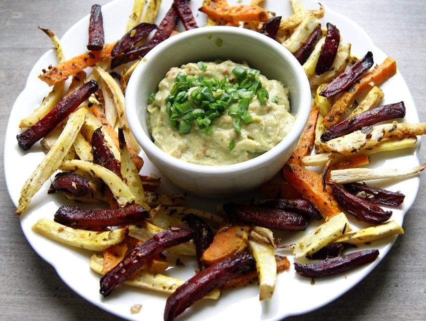 frytki z warzyw z dipem z awokado