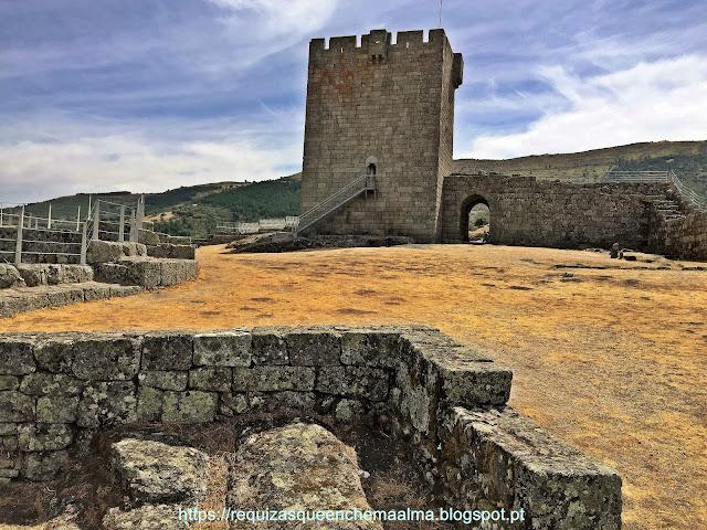 Torre de Menagem no recintos do interior do Castelo de Linhares da Beira