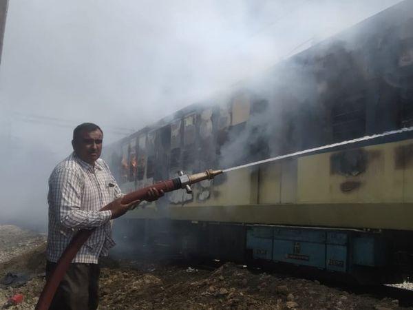 बर्निंग ट्रेन बनी DEMU: गाड़ी में लगी आग, 3 बोगियां जली