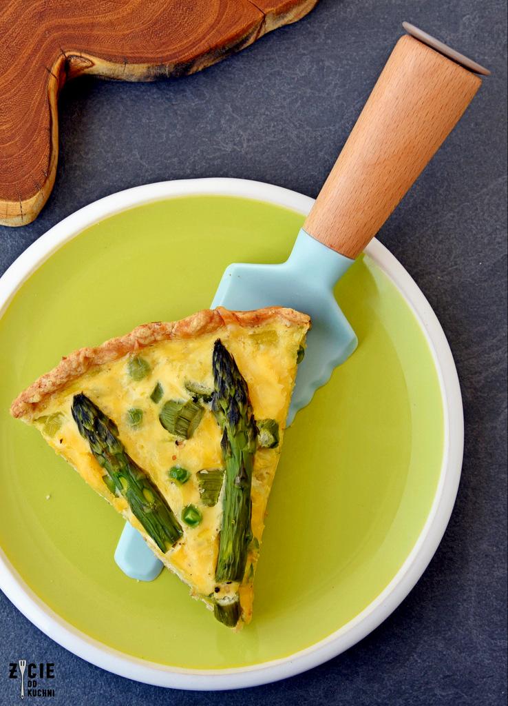 tarta, tarta ze szparagami, wytrawna tarta, jak zrobić tarte, przepis na tarte, tarta z zielonym groszkiem, dania ze szparagami, przepisy na szparagi, tarta z zielonymi szparagami, przepisy na zielone szparagi