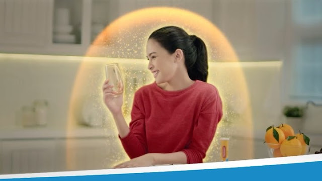 cewek cantik iklan redoxon sahur Indonesia