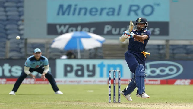 Breaking News | Latest Cricket News | Shikhar Dhawan Missed His 18th Century in his ODIs Career - INDvENG First ODI Match Live News