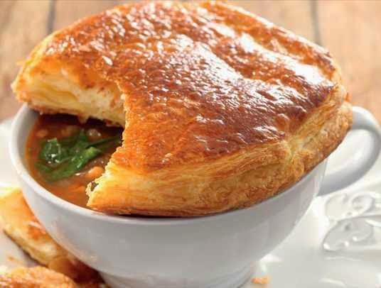 preparare supa de fasole cu capac de foietaj