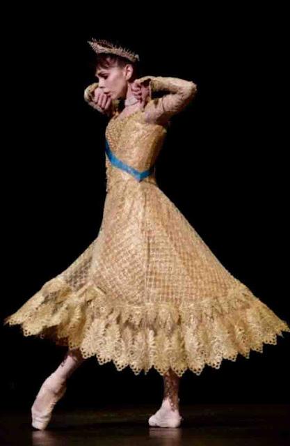 Bailarina como Anastasia Romanov