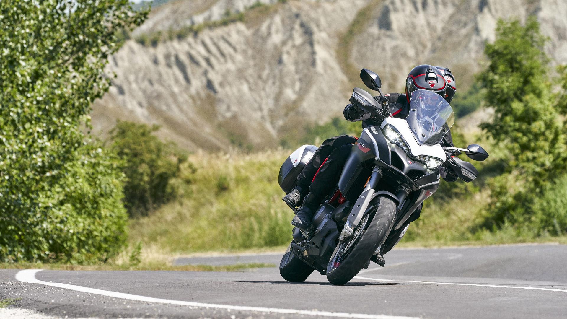 Ducati MTS-950-S- India MotorZest 3