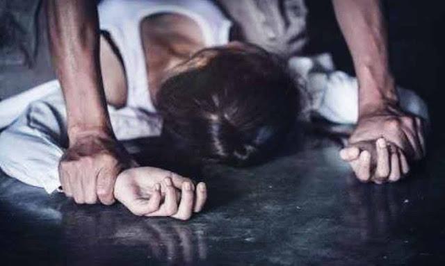 استدرجها عن طريق مواقع التواصل: يغتصب طفلة بمساعدة صديقه بعد شدّ وثاقها وتصويرها عارية