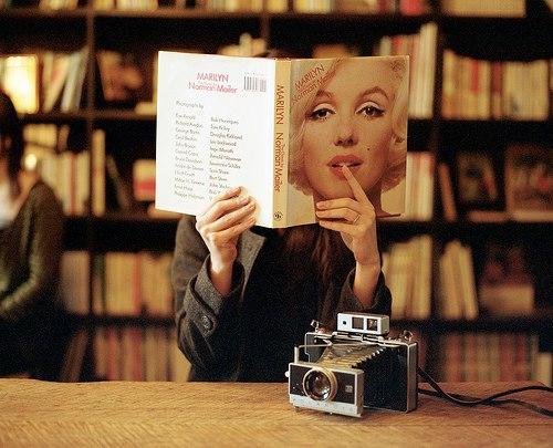 """""""No te enamores de una mujer que lee..."""""""