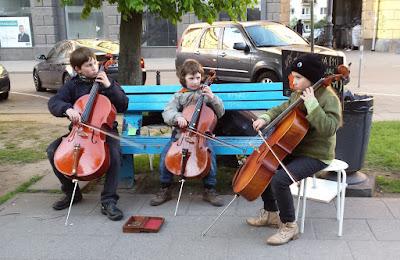 niños-musica-artistas-calles-vilnius-lituania