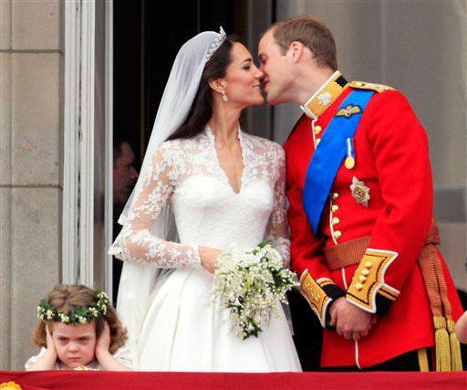 Gallery Royal Wedding Kisses: Pics Obsession: William And Kate Wedding Kiss
